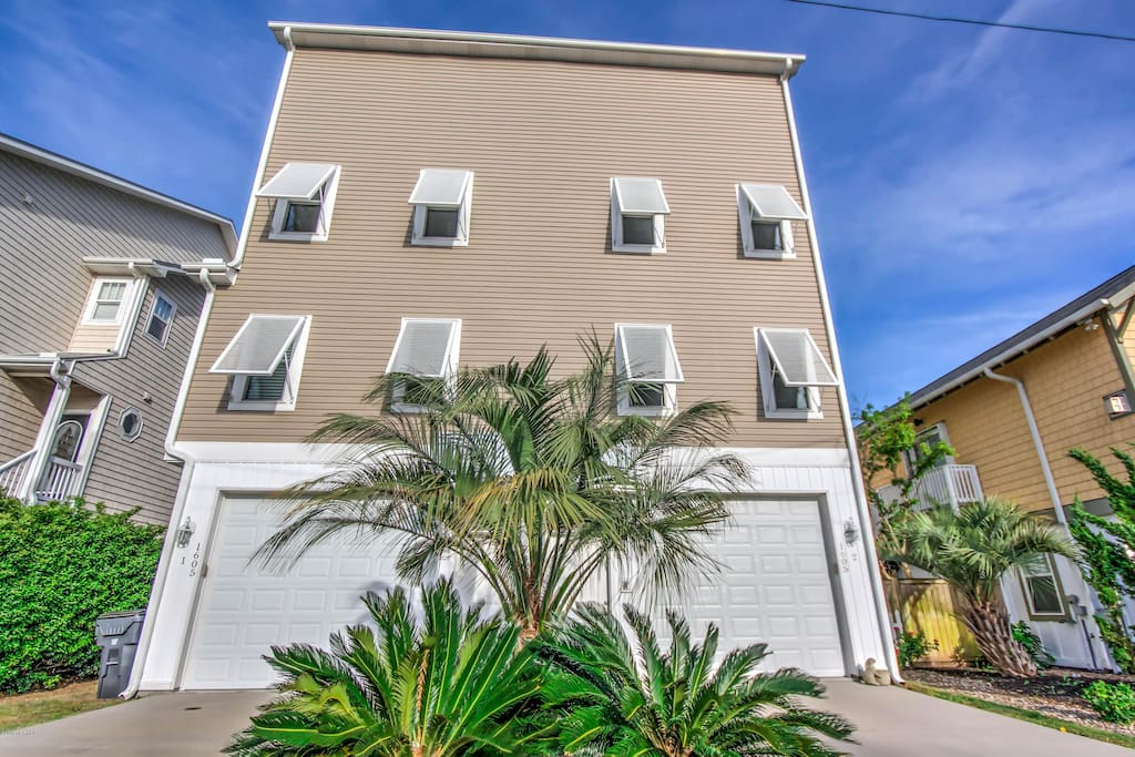 Gorgeous luxury townhouse golf cart elevator etc for Elevator townhomes
