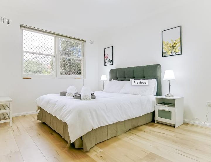 A newly renovated apt in the heart of Burwood