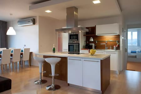 4kk close to O2 Arena - TV, Parking, WiFi & AC - Prague - Apartment