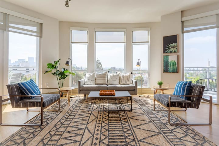 Westwood - UCLA - Beverly Hills -Luxury Two Bedroom with a View - By MySuite