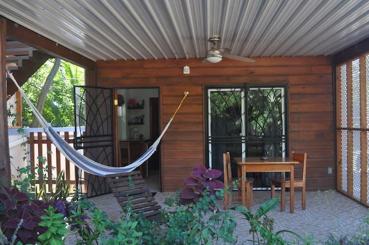 Latitude 17 Patio View, Hopkins Village, Belize - Hopkins - Appartement