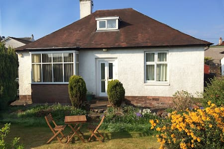 Cosy 3 BD bungalow with parking - Alloa - Hus