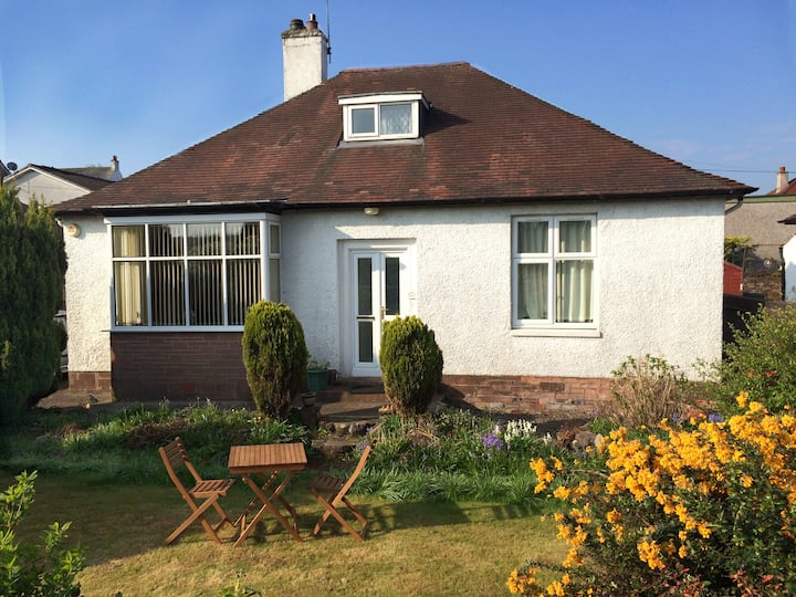 Cosy 3 Bedroom bungalow with parking