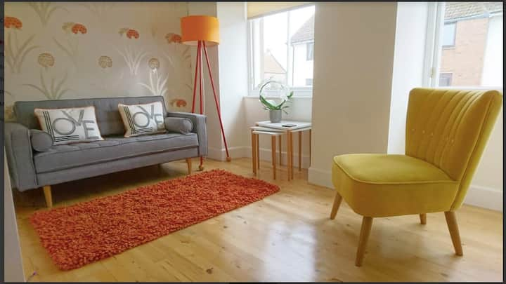 Me and You Sleeps 2 - Central Apartment in Berwick