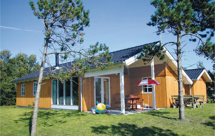 Holiday cottage with 3 bedrooms on 75 m² in Farsø