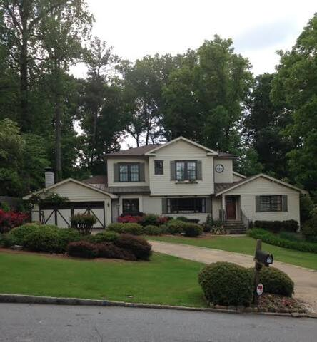 Buckhead home with amazing outdoor private living. - Atlanta - Ev