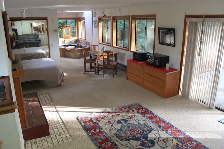 River and Redwoods private suite