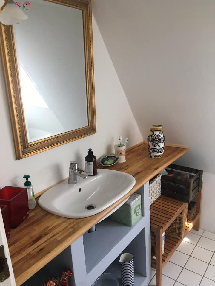Privat værelse med privat bad i Søborg