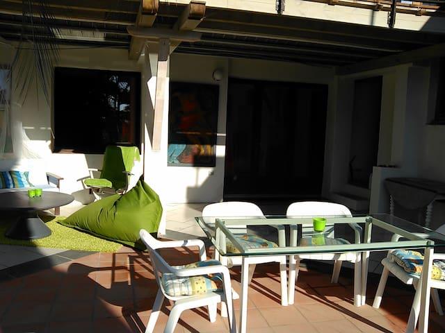 Appartement naturiste de charme aux Logis de Lau - Hyeres - Byt