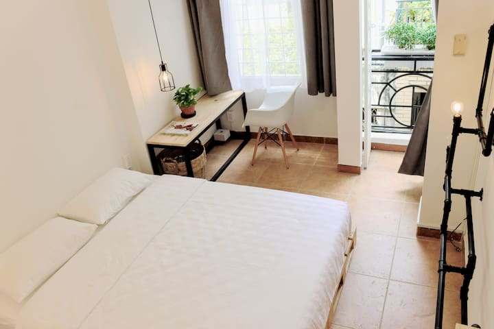 Intimate and private room with sunny balcony - Ho-Chi-Minh-Stadt