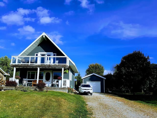 Beautiful Bluewater Lakeview Cottage