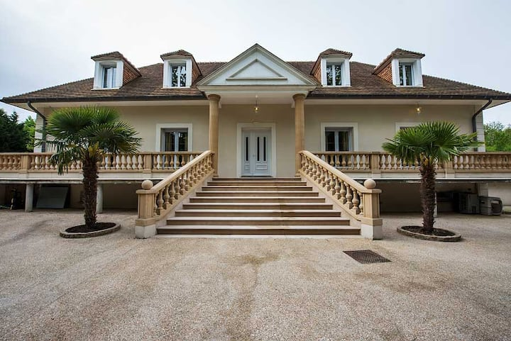 French Luxurious villa nearby Paris' City