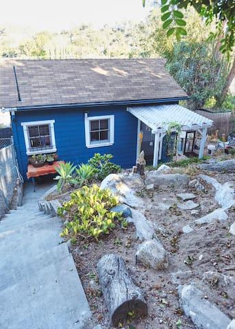 Private Eagle Rock Cottage Retreat