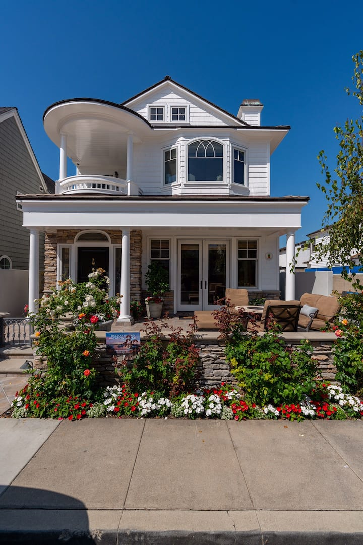 Cape Cod on Little Balboa Island with water views!