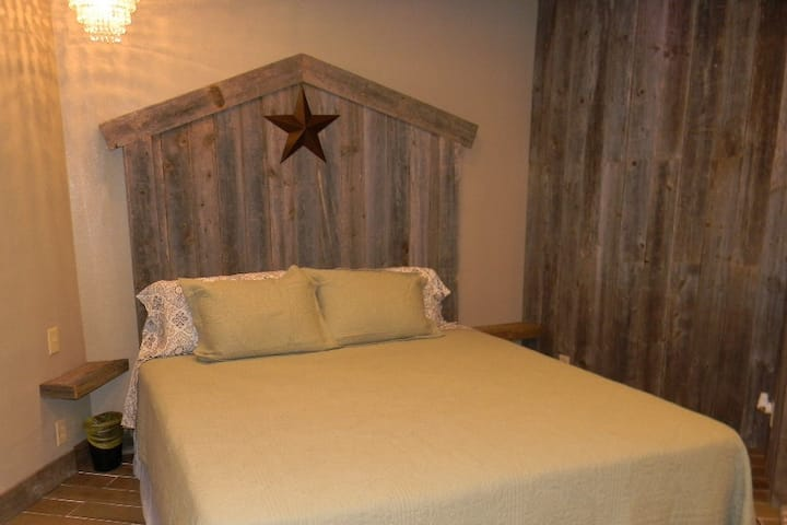GUEST SUITE #2- Large Comfortable Private