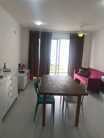 Apartamento 2 suítes à 300m do mar em Palmas, SC