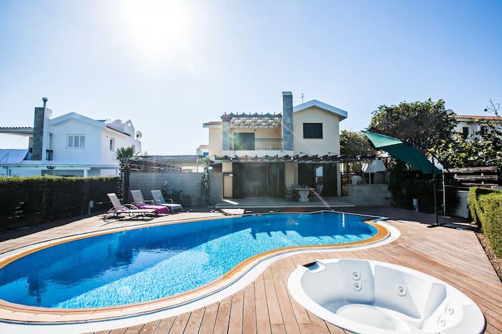 Villa Joanna, Stunning 3BDR Protaras Villa