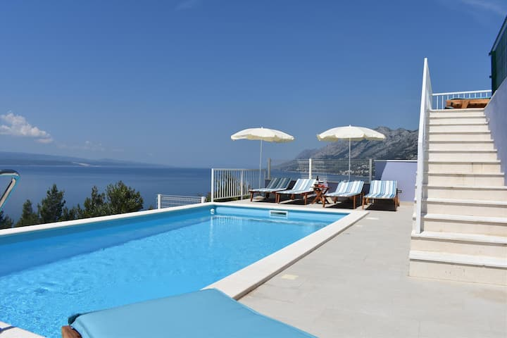 Studio apartment with swimming pool and sea view