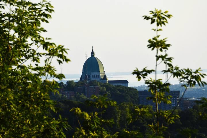 Oratoire St-Joseph visible à distance