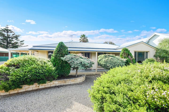 River Beach House - light filled haven in Goolwa