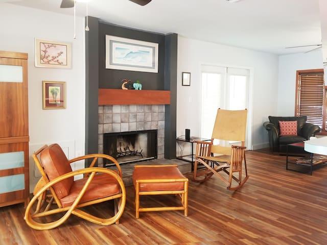 Fabulous 3 Bedroom Home in Deland!