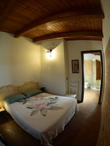Camera doppia con bagno privato-Le terre di zoè - Provincia di Vibo Valentia