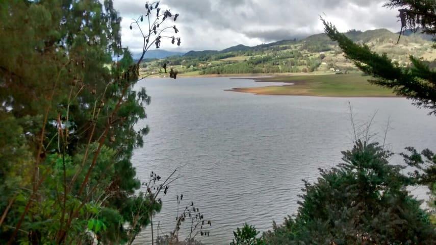 Cabaña con vista completa a la Represa del Sisga