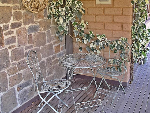The Keep self-contained country B&B - Taradale - Bed & Breakfast