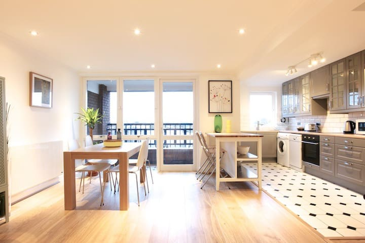 Modern Contemporary 2 Bedrooms @Chelsea Kings Road