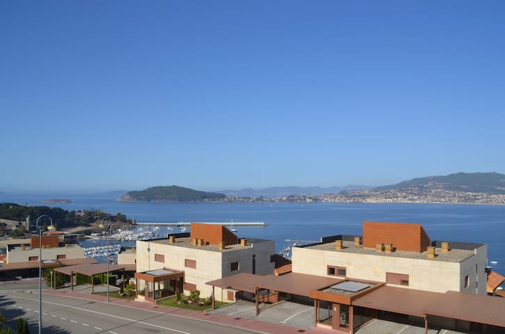House with stunning views in Baiona
