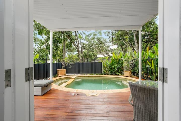 Understated Elegant Cottage in Port Douglas