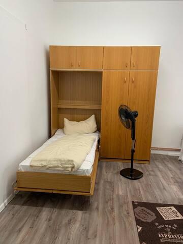 Ein Zimmer Wohnung,  Zentrale Lage in HH-Harburg.