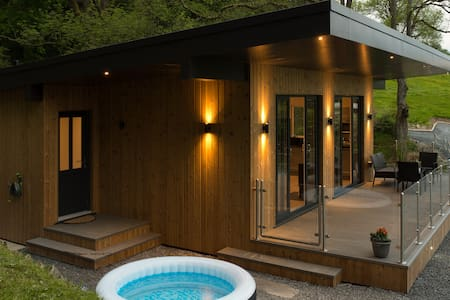 Kites Nest, wooden cabin in Welsh countryside