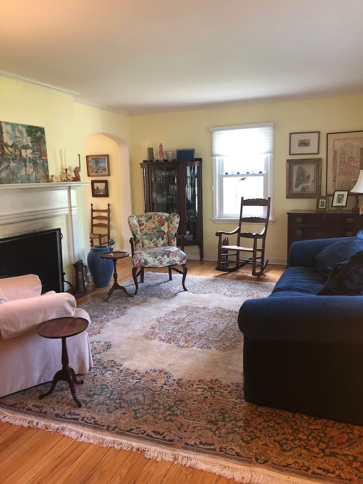Sunny Cozy Room
