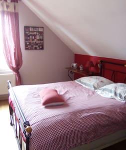 2 ou 3 chambres CONFORTABLES  3 à 6 pers. axe A31. - Marbache