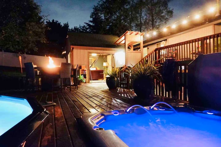 Cascadia Cabana - A Cozy Tropical Retreat & Spa!