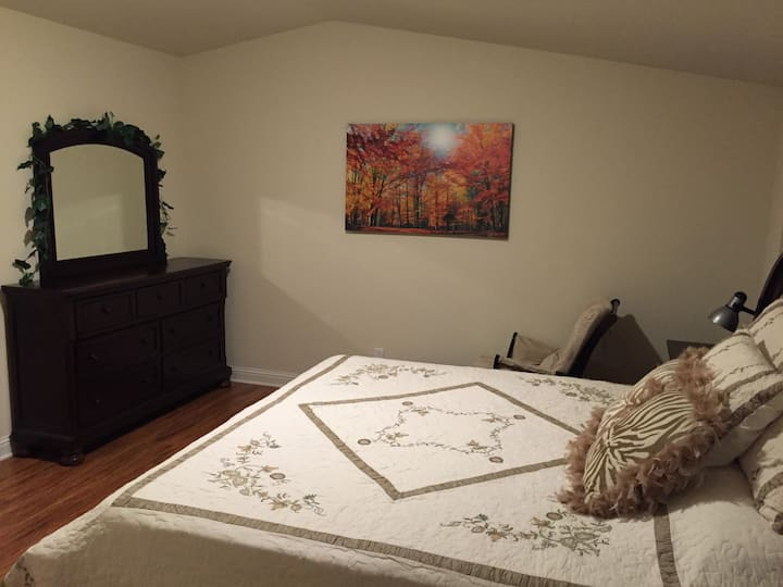 Lovely Master Bedroom Suite Mt View