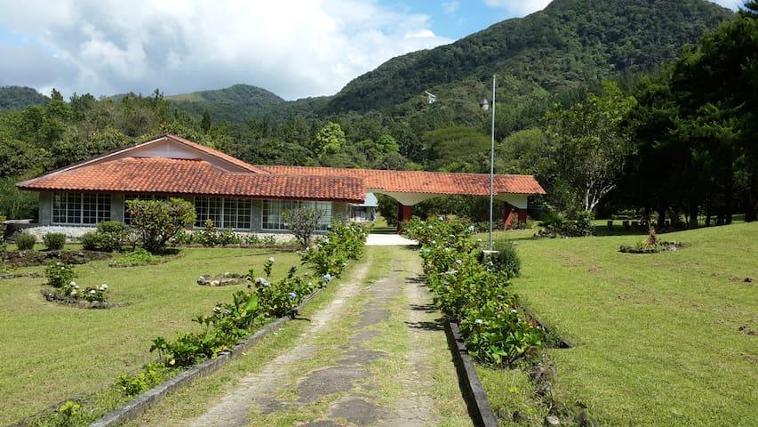 Acogedora Casa de Campo en El Valle
