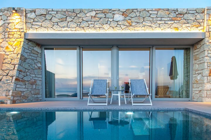 JuneOffer:Villa with Private Pool &Views in Sivota
