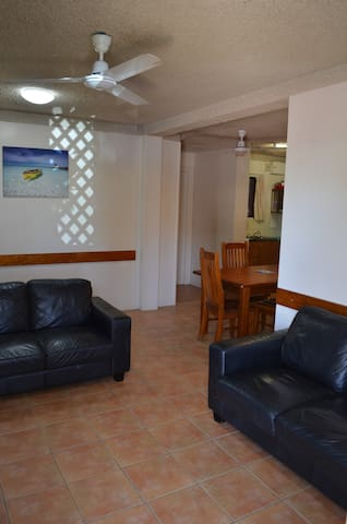Ocean Breeze Holiday Units (2bedroom) Ground Floor