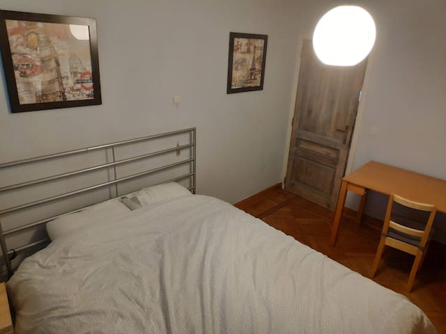 Sunny double room in family house in Geel