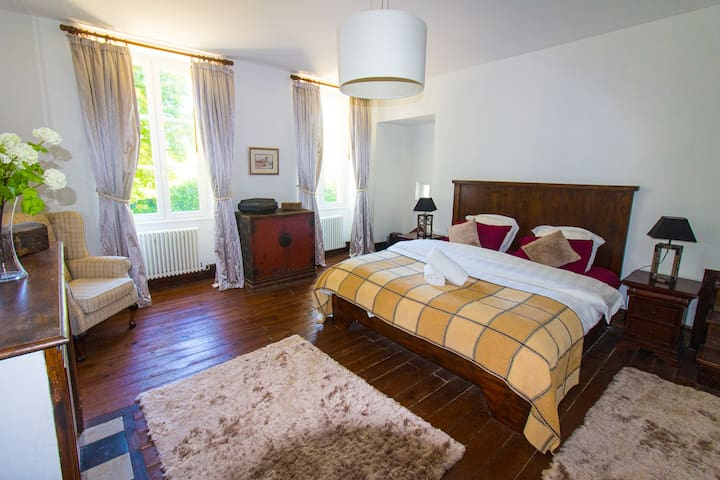 Master bedroom (with luxurious ensuite & dressing room)