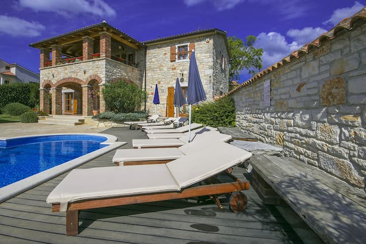 Villa Baderna with swimming pool - Baderna - House