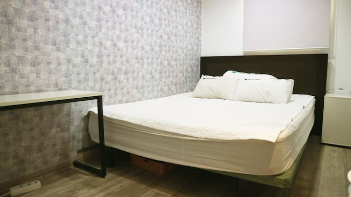 Double room (Hostel Korea , The Jib)(shared bath)