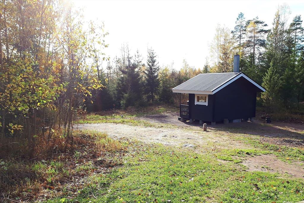 Pihapiiriä ja sauna/court and sauna
