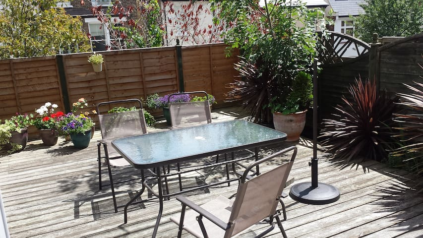 Child friendly flat right in Muswell Hill, London