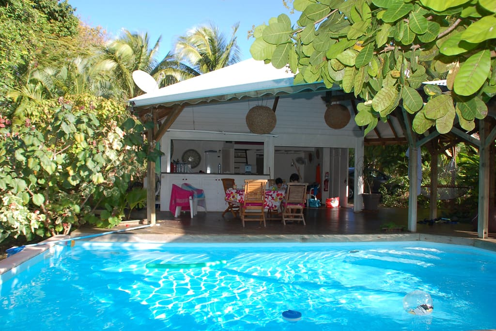 Villa piscine jardin tropical plage houses for rent in for Jardin tropical guadeloupe