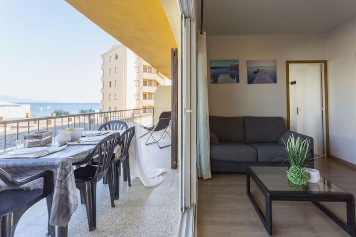 30 mts from the beach with parking
