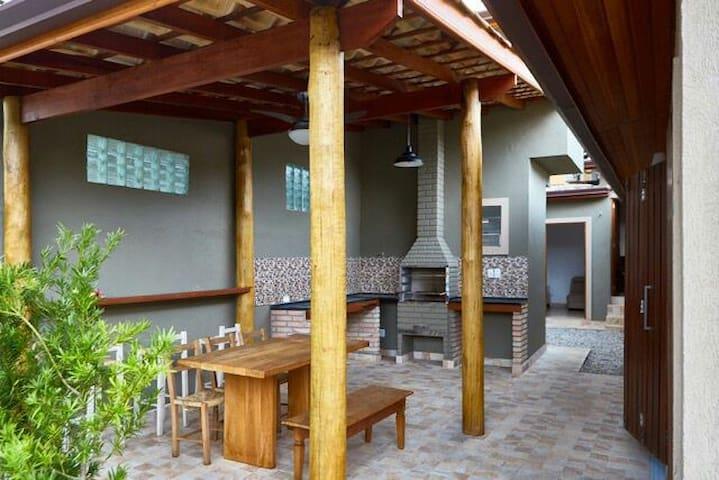 Casa Juquehy 150 metros do centrinho - são Sebastião  - Haus