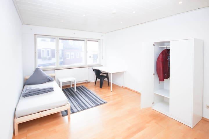 Esslingen Mitte möbliertes Zimmer 10km Stuttgart